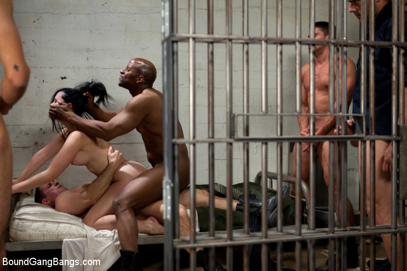 naked-girls-making-out-in-jail