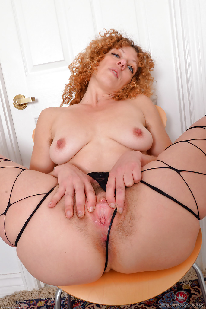 redhead-milfs-with-hairy-pussy-cleopatra-sexual-position