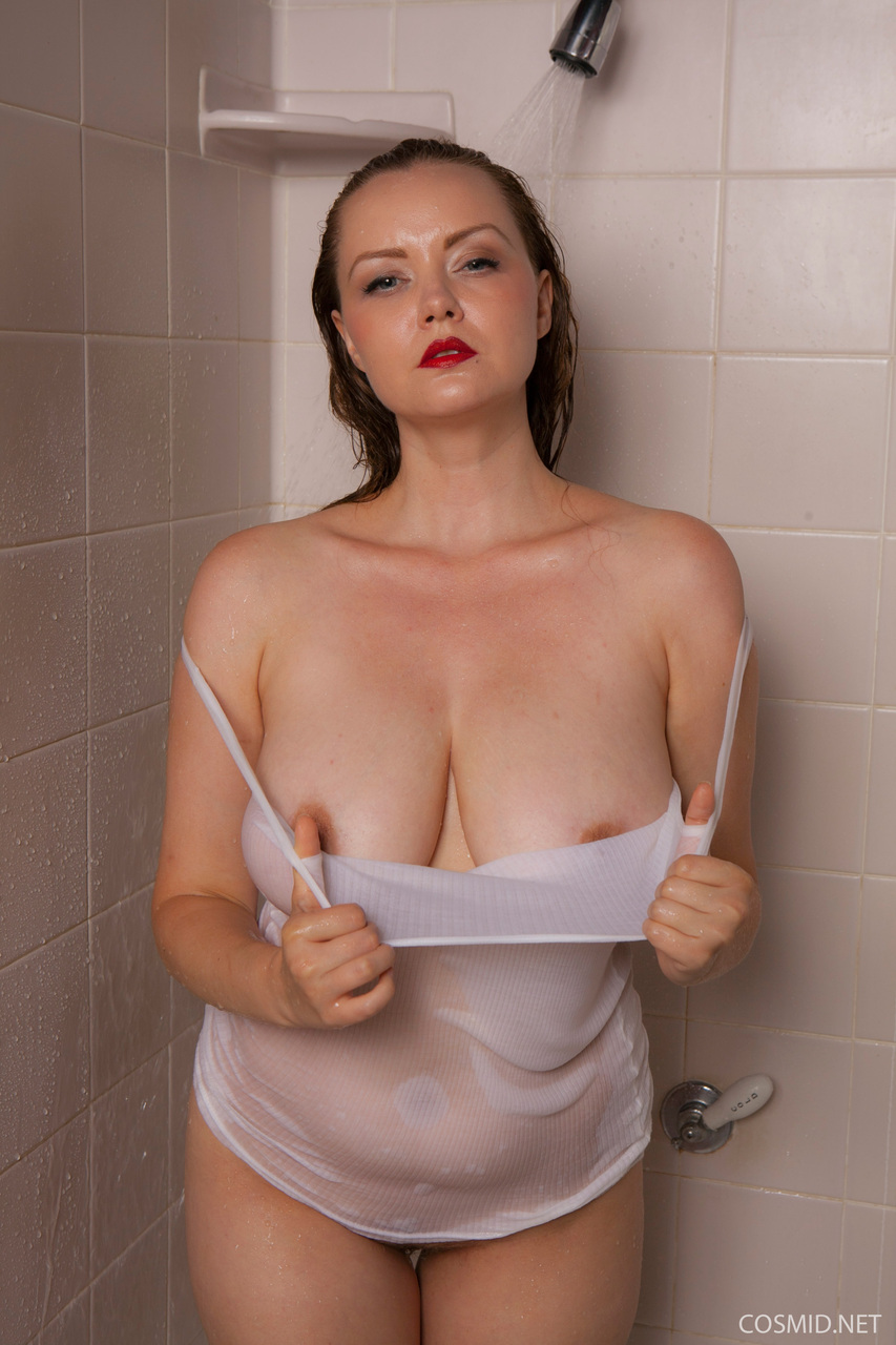 physics-girl-busty-shower-clips